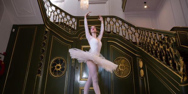 Dansfoto's in lege theaterzalen en musea